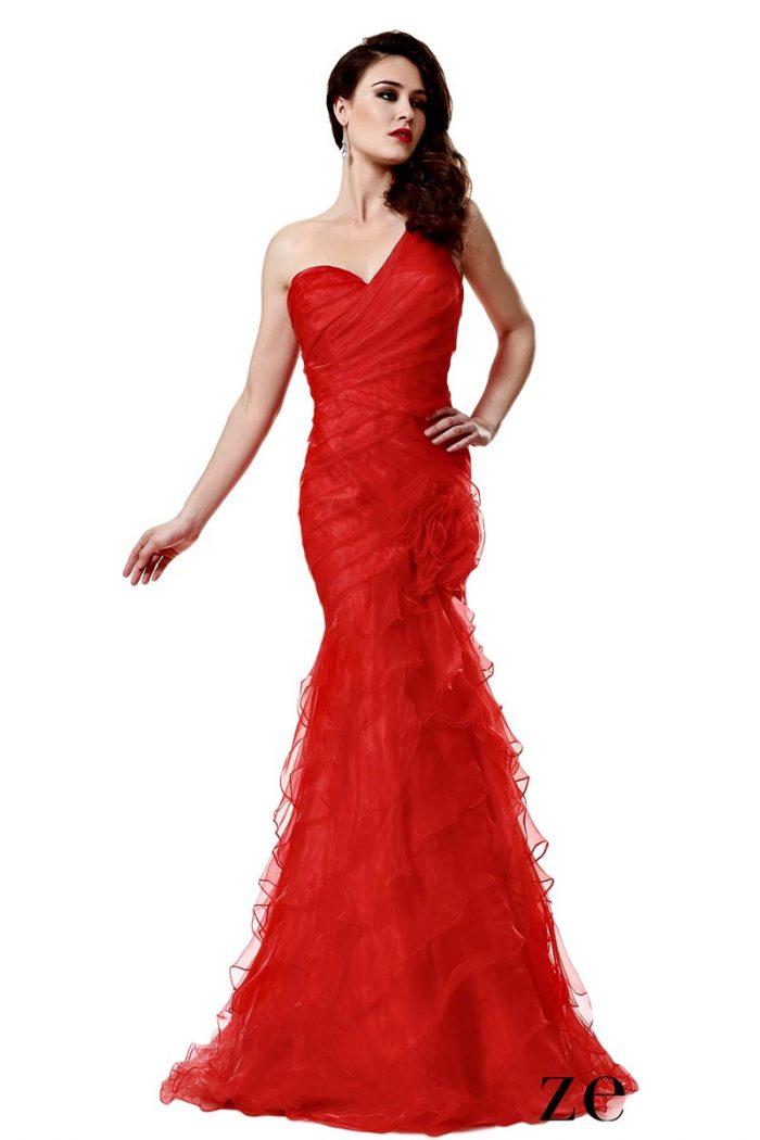 Vestido de fiesta rojo con volantes zeila